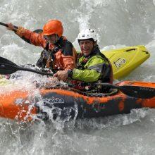 Divertimento in Kayak sulla Dora Baltea sotto l'attenta supervisione di un maestro