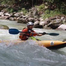Fabrizio in kayak pneumatico nei pressi di Demonte (CN) Imbarcazione pneumatica di alto livello per fiumi impegnativi.