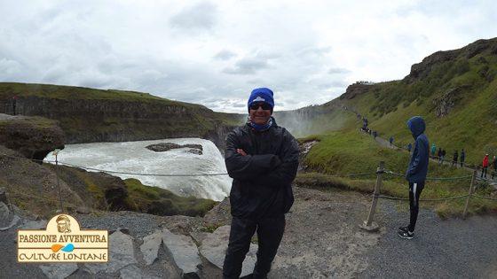Fabrizio davanti alla cascata Gullfoss