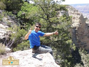 Una classica immagine con i piedi nel vuoto del Grand Canyon del Colorado in Arizona