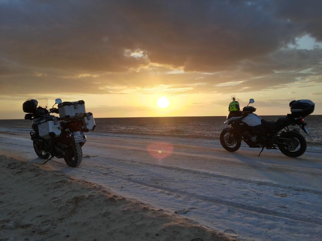 Suzuki al tramoto dullo Chott El Jerid nei pressi di El Fouar.