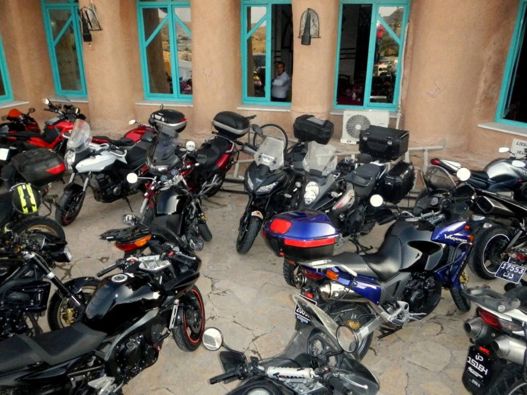 Gruppone di moto italiane e tunisine a Matmata